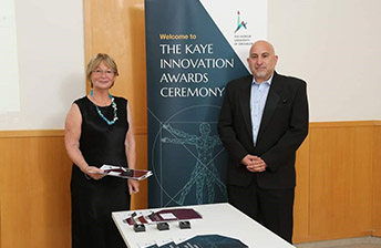 prof. Touitou receives the Kaye Prize
